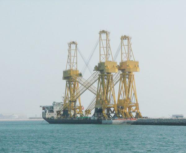 Jib cranes complete transport